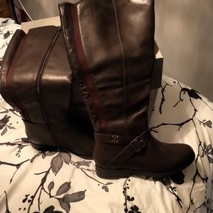 Burgundy wide calf boots - size 8M *NEW*